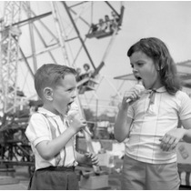 Poster (46 X 61 Cm) Two Kids Eating Ice-creams In Amusement
