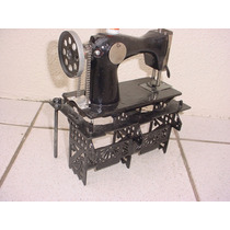 Antiga - Máquina De Costura Pequena Com Mesa De Ferro !!!