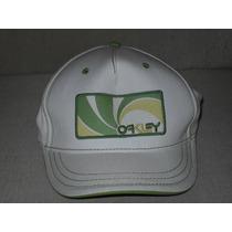 Boné Oakley Branco Com Detalhes Verdes Importado