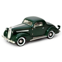 Miniatura Signature Models 1:18 - 1936 Pontiac Deluxe