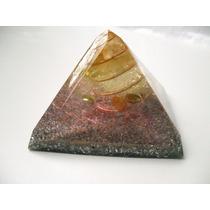 Orgonite Pirâmide - Média - 9,5 Cm Base X 7,5 Cm Altura.