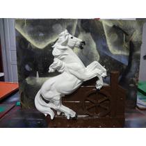 Cavalo Porta Espetos Em Resina Com Fibra De Vidro