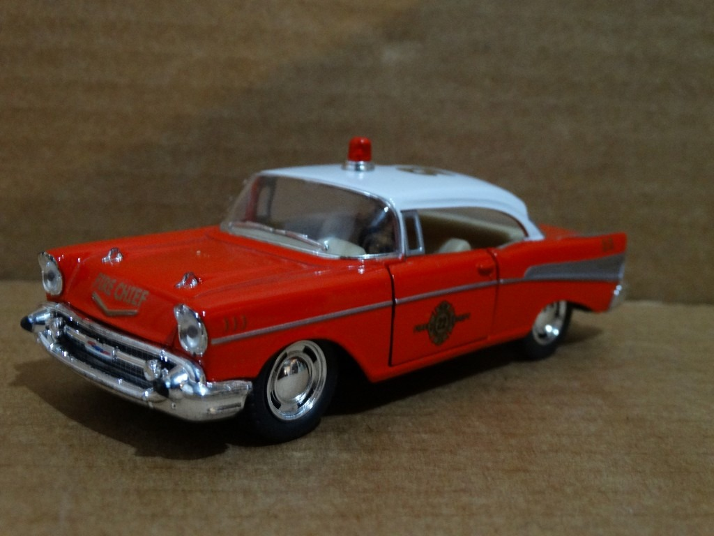 1957 chevrolet bel air - kinsmart - 1:40 - fire dept -