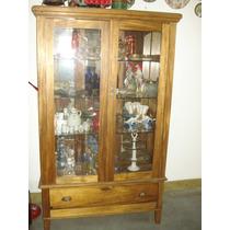Armário Antigo De Vinhático Com Espelho No Fundo