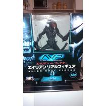 Alien Vs Predador Avp Alien Warrior Furyu Articulado 30cm