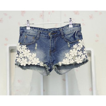 Short Jeans Destroyed Aplique Em Renda Bordada Importado