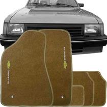 Tapete Carpete Bordado Chevrolet Chevette 1985 / 1995 Bege