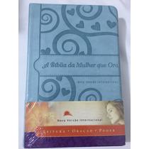 A Biblia Da Mulher Que Ora Nvi - Azul Frete Grátis