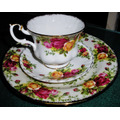Trio Para Chá Porcelana Inglesa Royal Albert Country Roses
