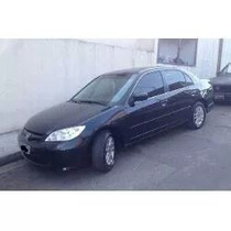 Honda Civic 2004.