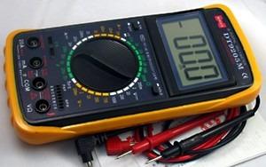 Multímetro Digital Capacimetro Com Bateria E Ponta De Prova