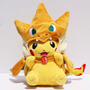 Pelúcia Pokemon Pikachu Com Mega Charizard Y - No Brasil