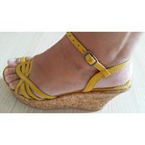 Sandália Amarela Em Couro - Semi Nova