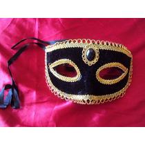 Máscara Carnaval Veludo Preto Com Pedra Acabamento Cor Ouro