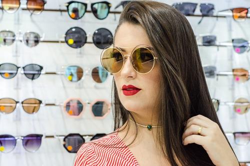 664978dde79f8 Óculos De Sol Redondo Gatinho Sabrina Sato Dourado E Marron - R  74 ...
