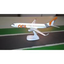 Miniatura De Avião - Boeing 737-800 -gol Nova - Escala 1:200