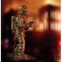 Miniatura Bombeiro - Escultura Bombeiro - Boneco Bombeiro