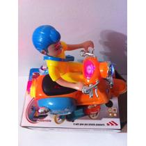 Motinha Com Boneco(motocicle) Gira E Acende As Luzes