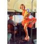 Poster Pinup Mulher Ônibus Sacola Compras Vestido Voando