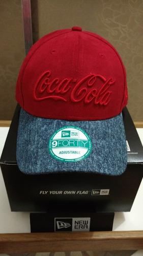 Boné New Era Coca Cola Aba Curva Regulável 9 Forty Aveludado - R ... 5ee1c88ea8c