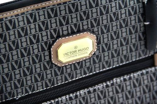 cf4004f3ae740 Liquida Bolsa Victor Hugo Original New Foxy De 1000 Por 499. Preço  R  499  Veja MercadoLibre