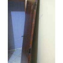 Porta De Madeira Com Fechadura