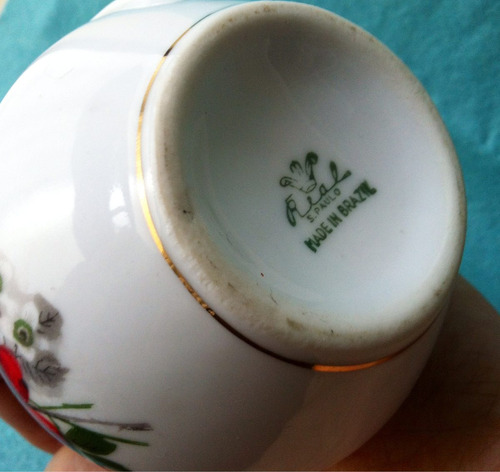 Leiteira de porcelana antiga branca flores marca real for Marcas de porcelana