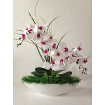 Arranjo De Orquídea Artificial Branco, Fundo Em Porcelana