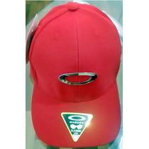 Boné Oakley Flexfit Aba Curva Vermelho Com Simbolo Exército à venda ... 36a5f0faea0