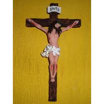Crucifixo De Parede Em Resina 24cm X 14 Cm