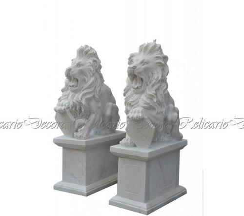 Par De Leões C Escudeiro Em Marmore Branco Esculpido Á Mão