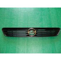 Grade Frontal Com Emblema Do Radiador Do Astra 99 / 02 - Gm