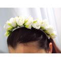 Tiara De Flores Rosas Brancas Médias Luxo Daminha Casamento