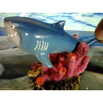 Enfeite Com Movimento Tubarão Nos Corais - Resina - Aquário