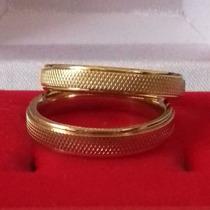 Par Aliança Aço Inox 4mm Recartilhada Banhada Ouro Noivado