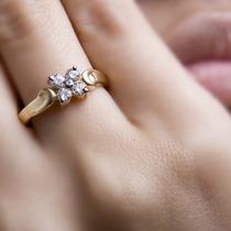 Lindo Anel Flor Solitário Em Ouro 18 K Mais Diamantes