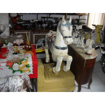 Cavalo De Carrossel Antigo De Parque