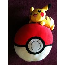 Pelúcia Pokémon Pikachu Com Pokebola 60 Cm Takara Tomy