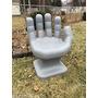 Cadeira Plastica Formata Mão Grande Decorativa - Cinza
