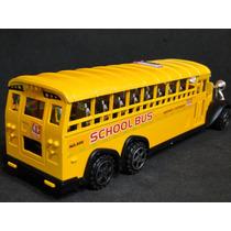 Onibus Escolar Amarelo School Bus Com 03 Eixos Frente Retro