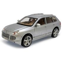 Porsche Cayenne Turbo 1:18 Maisto 31113-prata