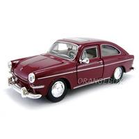 Volkswagen Tl 1600 Fastback 1:24 Maisto 31289-bordo