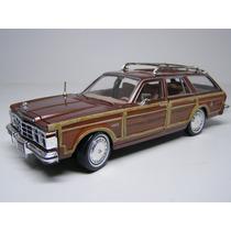 1/24 Chrysler Lebaron 1979 Town Country Motormax 73331 Marro