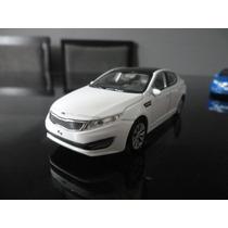 Miniatura Kia Optima K5 Branco 1:36 Welly