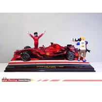 Carro + Diorama Felipe Massa Ferrari 2008 - Gp Turquia