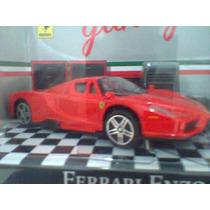 Miniatura Burago 1/43 Ferrari Enzo Com Acessórios Diorama