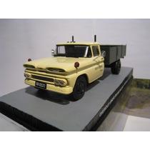 1/43 Chevrolet C30 Apache Moscou Contra 007 James Bond Filme