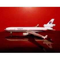 Avião Md-11 Malaysia Starjets 1:500