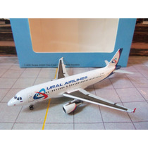 Avião Airbus A320 Ural Airlines 1:400 Miniatura Apollo Witty