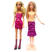 Mattel Conjunto 02 Barbie Ano 1999 E 2010 Com 01 Suporte